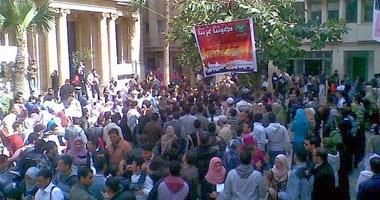 تحويل طالبة للتحقيق ... لدعوتها للإحتجاج ضد رفع أسعار الكتب