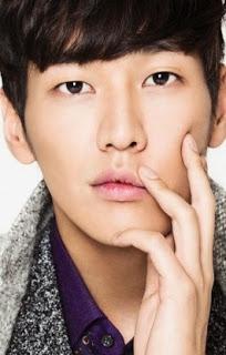 Biodata Kim Young Kwang pemeran tokoh Dr. Ian/Mo Ian