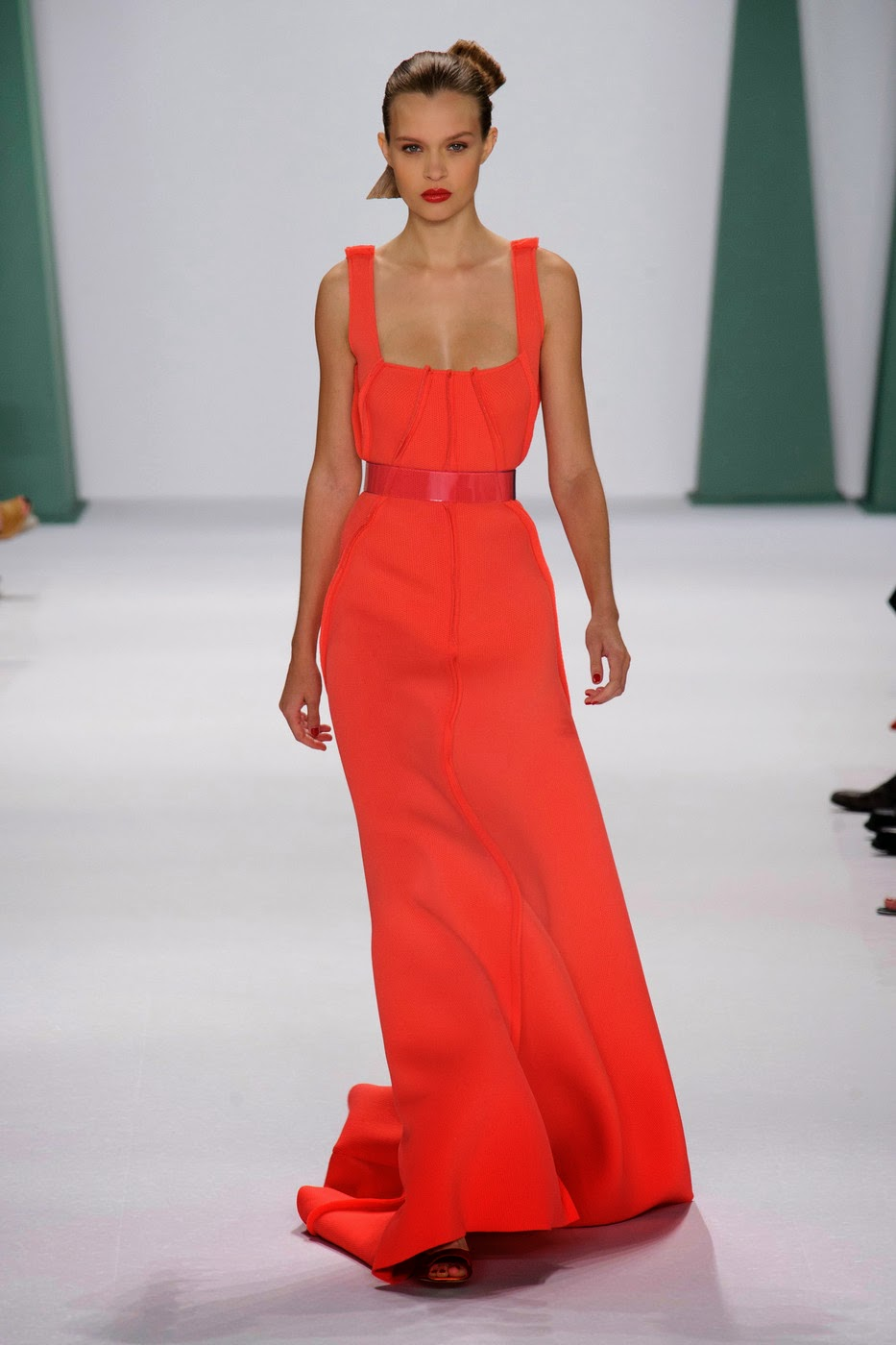 Fashion Show: Carolina Herrera Spring Summer 2015