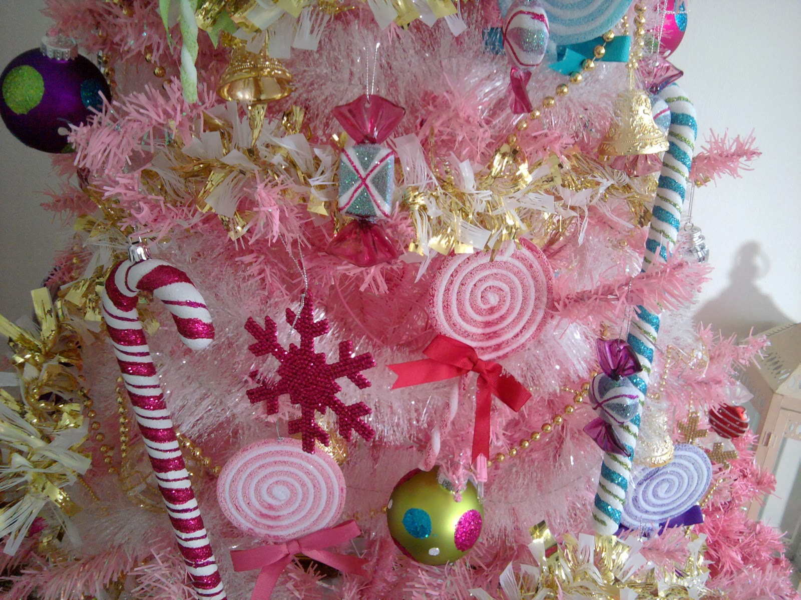 Sweet laughin livin lovin swtlaughinlivinlovin kandee for Pink christmas decorations