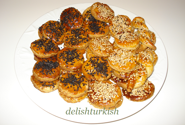 Delicious Turkish Food Recipes: Salty Cookies (Tuzlu Kuru Pasta)
