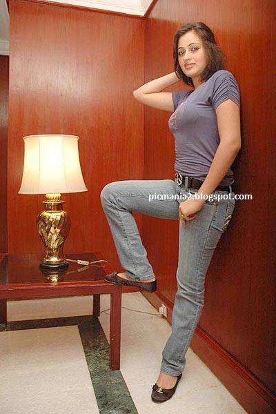 Navaneet Kaur Hot photo shoot  Sexy image gallery and Exposing hot boomb