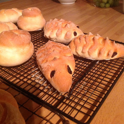 shaped bread rolls hedgehogs