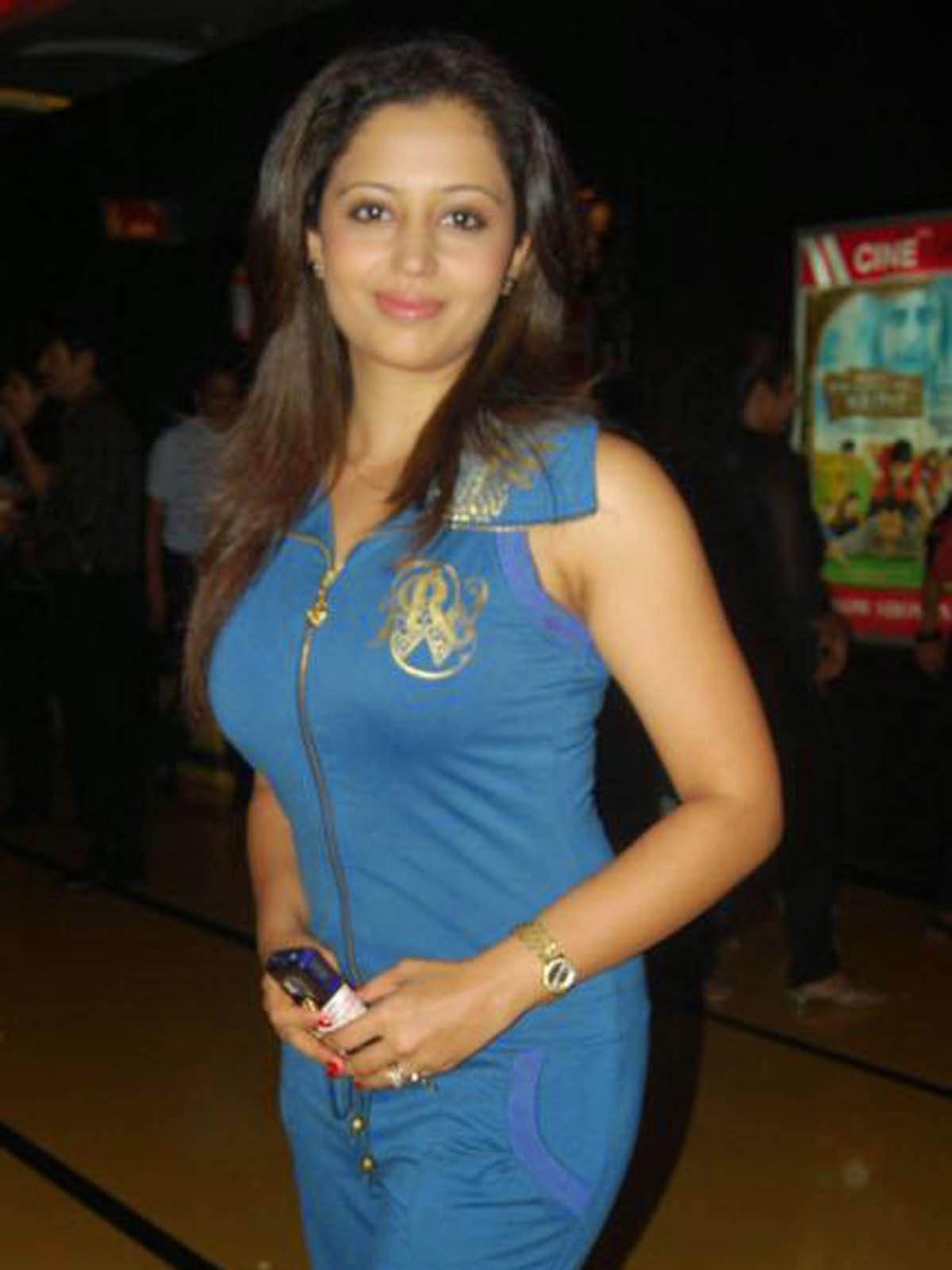 Neha Pendse - Marathi Actress And Actor Beautiful Photos