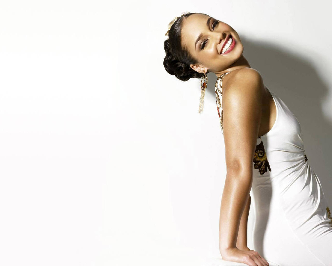 http://4.bp.blogspot.com/-9gdIAbATdQk/T4EIp26KqgI/AAAAAAAAErg/tiOFh3PoaS4/s1600/Alicia+Keys\'+elegant+sense+of+womanhood+3.jpg