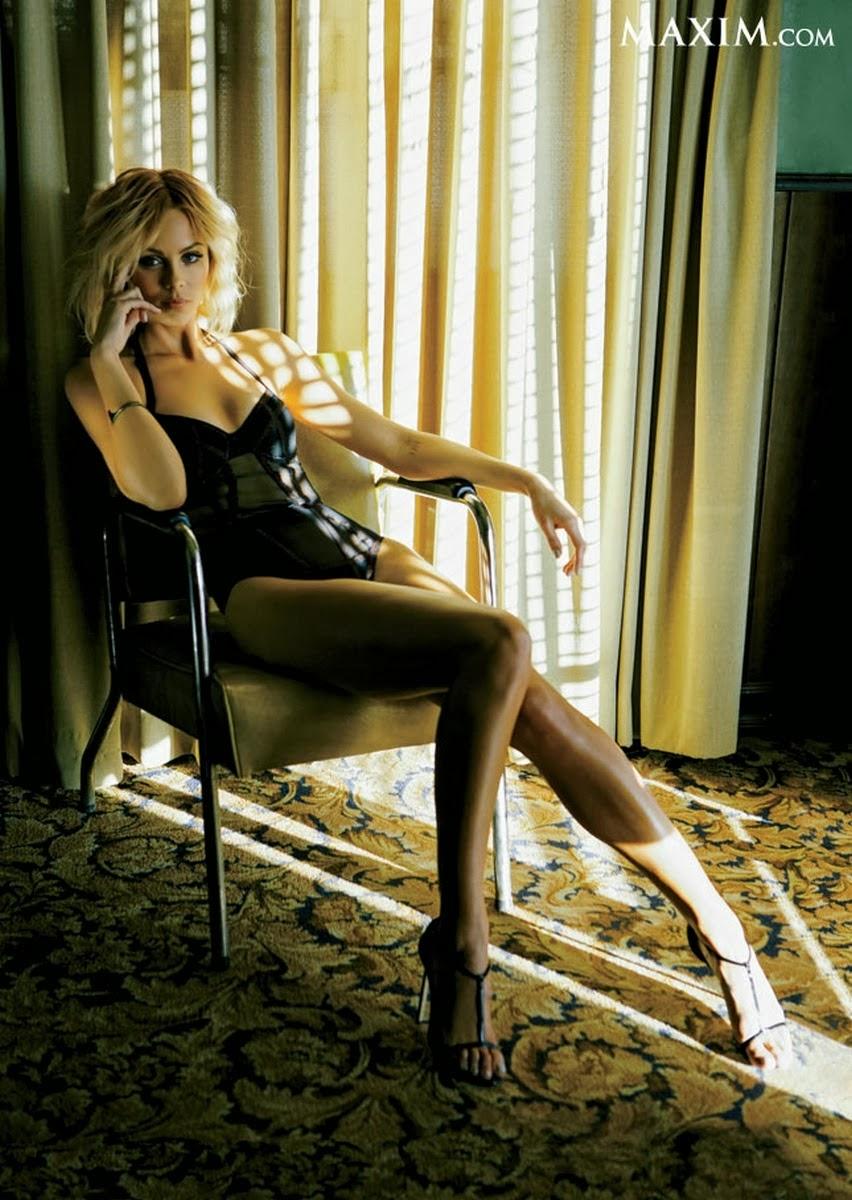 Galería de Fotos de  Laura Vandervoort posando para Maxim