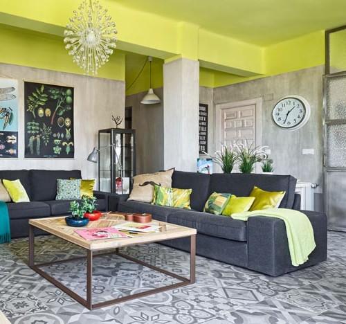 piso con esencia industrial y toques verde lima chicanddeco