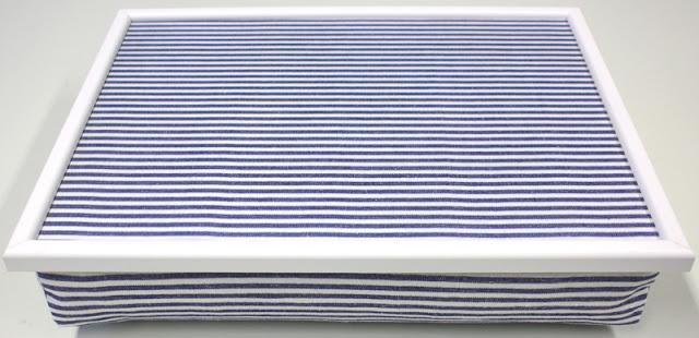Knietablett, Laptray, Lap Tray, Laptop Tray, Laptoptray, Betttablett, Bettablett, Kniekissen, mit weißem Rahmen, Knietablett mit gestreiftem Stoff, weiß,blau, Baumwolle, Leinenoptik, Design, Style, stylisch, modern, Urlaubsstimmung, Maritim, wohnraumformer, made in Germany