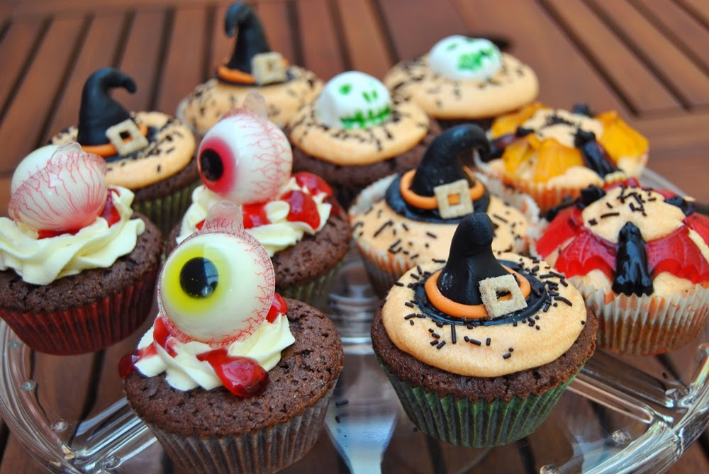 spooky halloween cupcakes witch head eyes bats