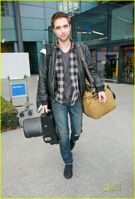 Robert Pattinson Clothing on Robert Pattinson Does It Again