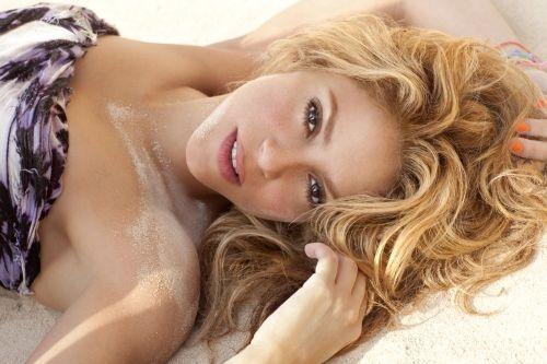 """""""Nobre Casa dos Beaumont"""" - França Sempre+Shakira+-+The+Sun+Comes+Out+em+Paris"""