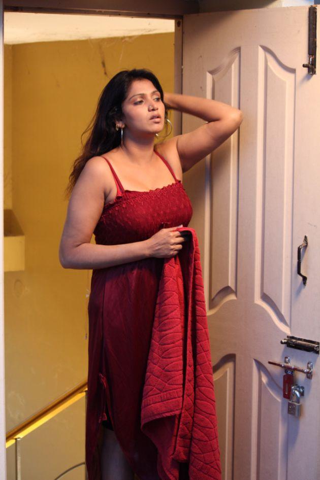 actress bhuvaneswari spicy stills     ciniway in