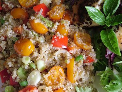 Komosa ryżowa z pomidorkami koktajlowymi