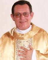 Quem completou 20 anos de sacerdócio nesta quinta-feira (04), quando também se comemora o Dia do Padre, foi o Pároco de Camocim, Padre Francisco Evaldo ... - Padre%2BEvaldo%2Bcarneiro%2B20%2Banos%2Bde%2Bsacerd%2525C3%2525B3cio%2Bcamocim%2Bonline