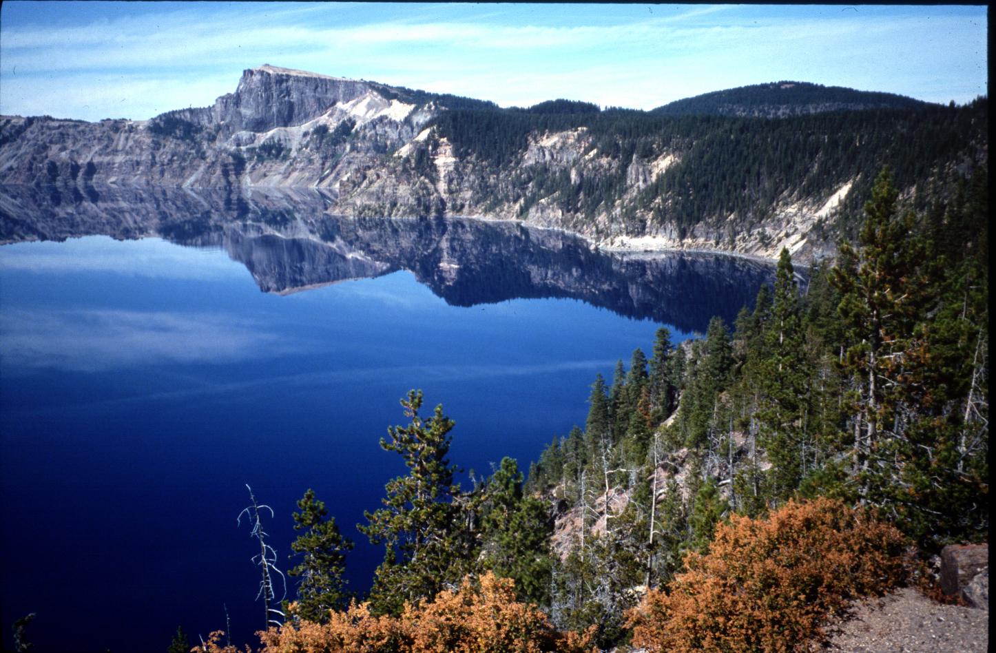http://4.bp.blogspot.com/-9h_l4I9VN3Q/TbT4FXF1SgI/AAAAAAAAAGY/d9fq7G81dbw/s1600/crater.lake2.jpg