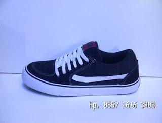 Sepatu Vans TNT