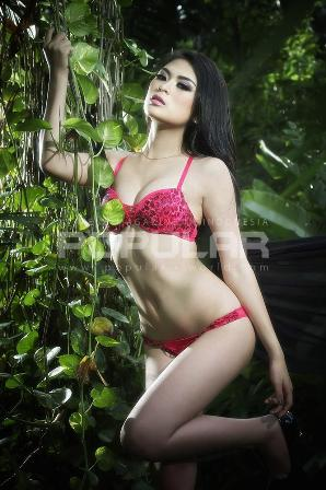 Download Koleksi Foto Sexy Hot Echa Frauen, Model Sexy Popular-World Edisi Edisi Khusus Romantic Lingerie  - Februari 2015 | Model Sexy Echa Frauen POPULAR-World 2015|  www.insight-zone.com