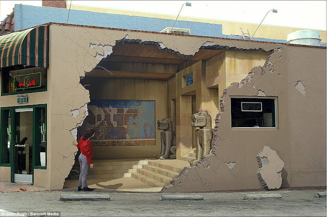 Marvelous 3D Paintings of John Pugh
