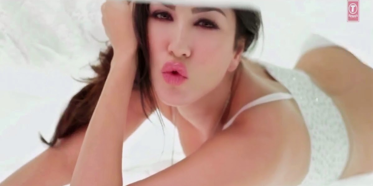 Sunny leone on bed unseen leaked nude pics of hot bollywood actress