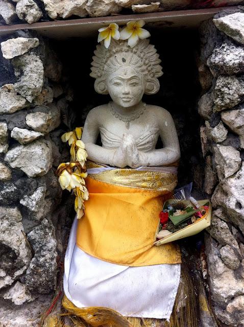 templos bali tanah lot figura
