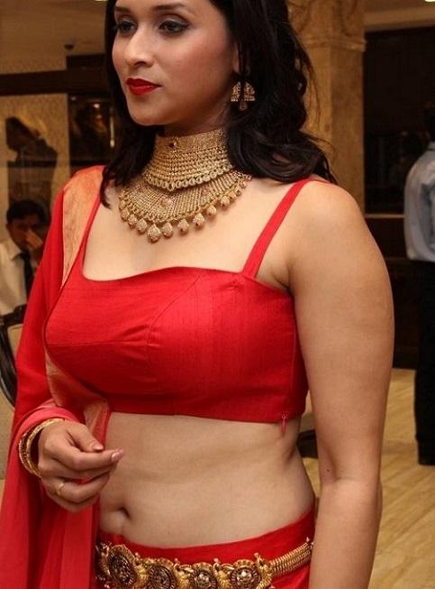 Mannara Chopra deep navel