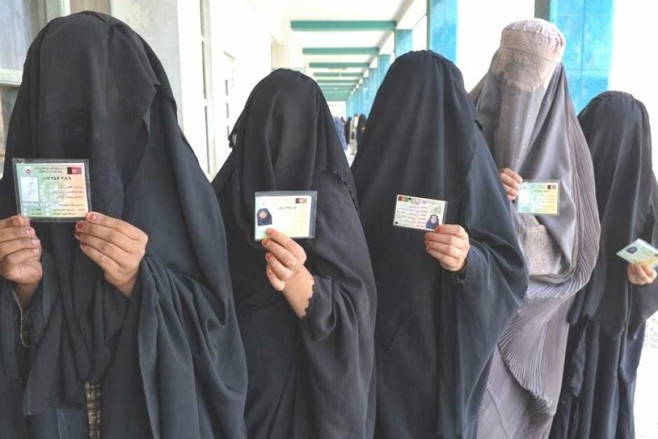 Vrasjet dhe masakrimet e femrave me ligjet islame Frauen-islam-scharia-schleier