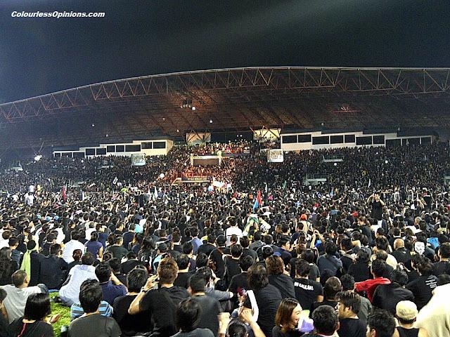 The crowd at Anwar Ibrahim himpunan assembly rally at Stadium Kelana Jaya 8 May 2013