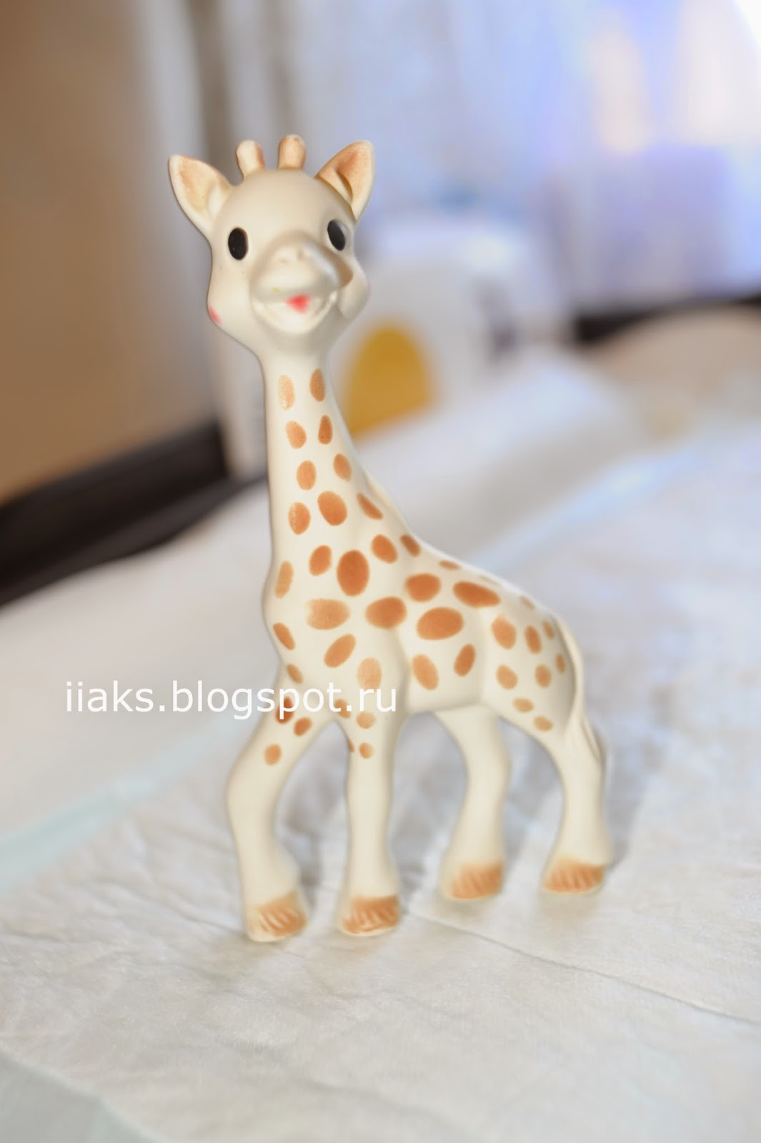 Жираф Вилли Vulli Sophie giraffe in Natural Rubber
