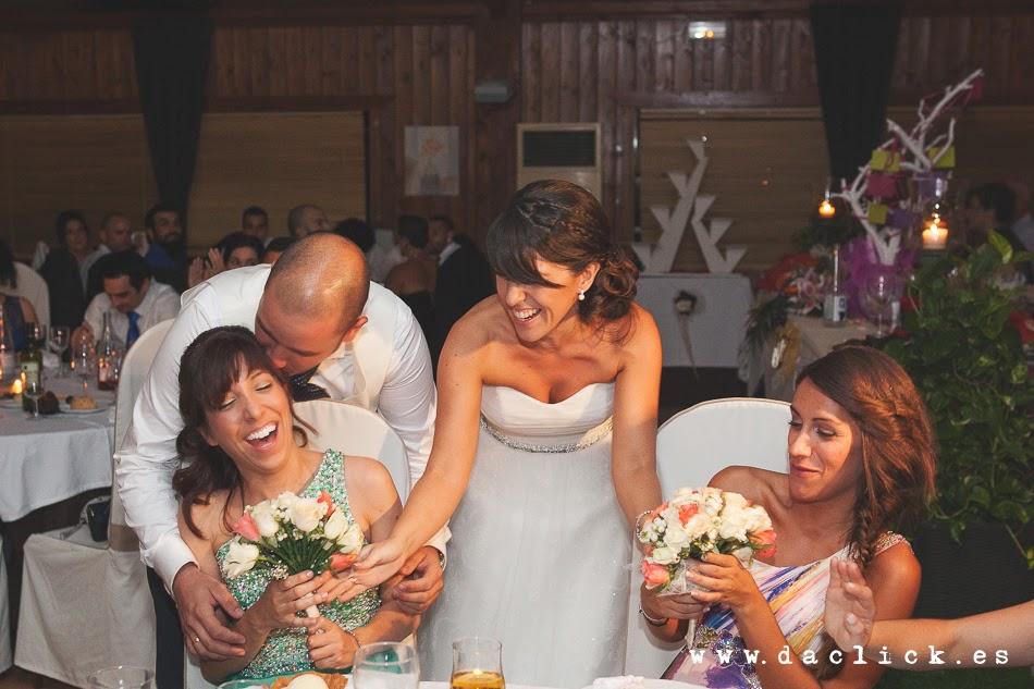 el ramo de novia de divide en dos