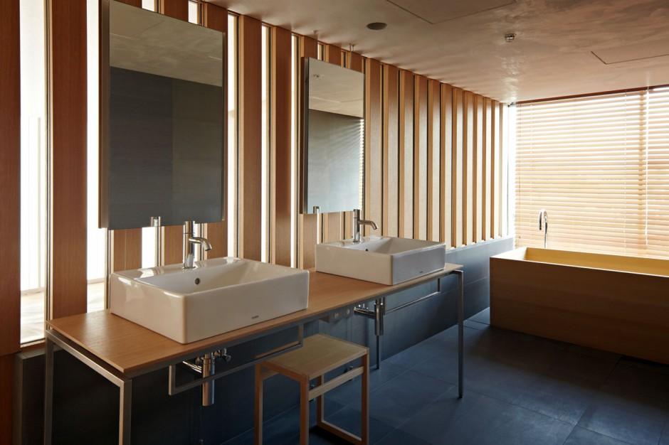 Contemporary Bathroom In Kyoto Kokusai Hotel Room In Japan By Kengo Kuma  And Associates
