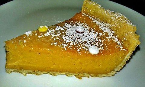 Corte pumpkin pie o tarta de calabaza