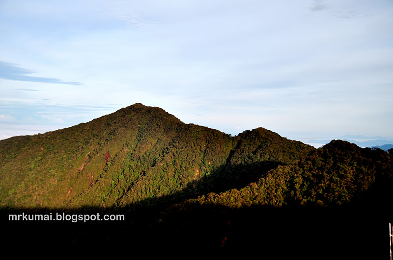 Gunung irau setinggi 2400 meter dari aras laut (6666 kaki) dan gunung
