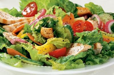 Salad bánh mì và rau củ l