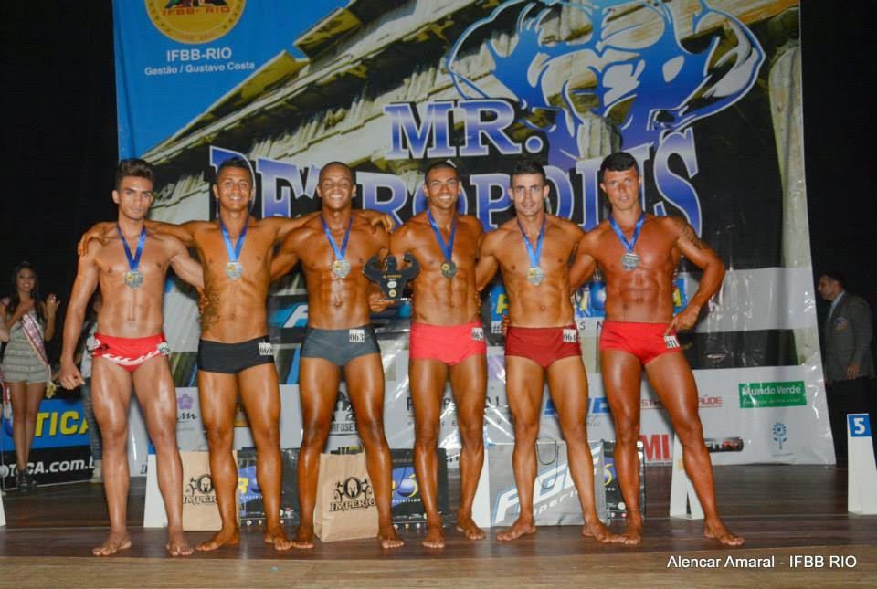 Os seis primeiros colocados do Mr. Petrópolis 2014 Foto: Alencar Amaral