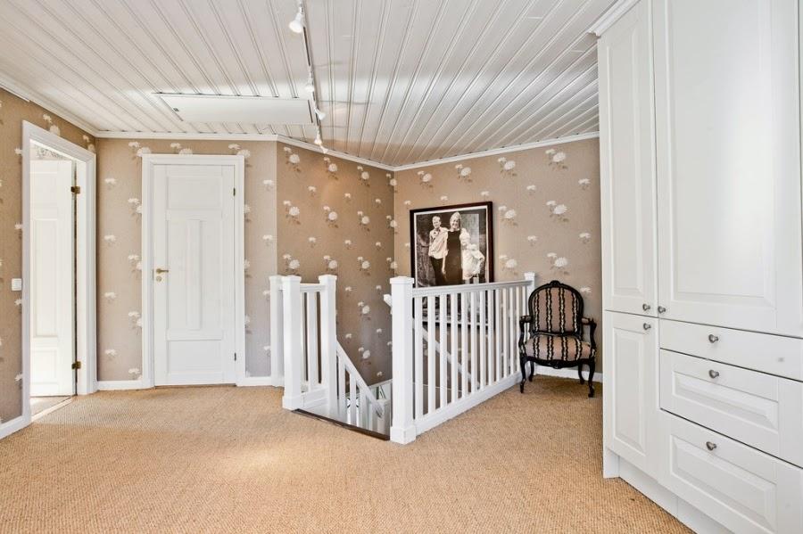 wystrój wnętrz, wnętrza, home decor, dom, mieszkanie, styl tradycyjny, styl klasyczny, białe wnętrza, przedpokój, beż