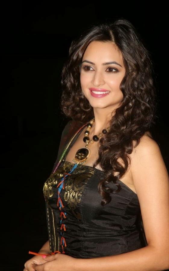 Kriti Kharbanda Unseen Photo In Black Dress Gallery
