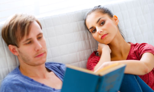 7 Signs Your Girlfriend is Losing Interest,busy man bored woman guy bad relatioship