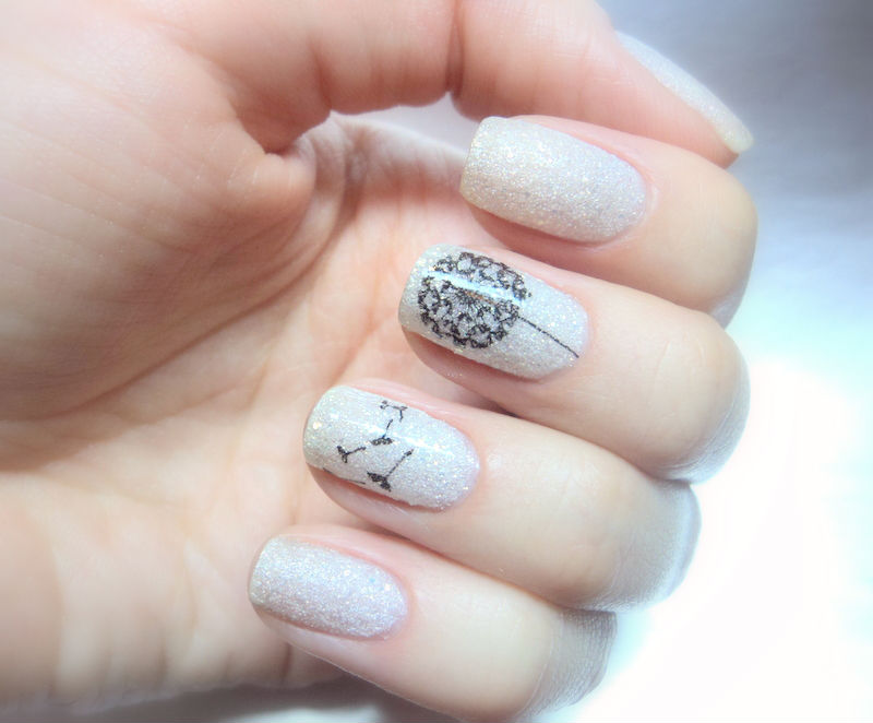 одуванчики на ногтях