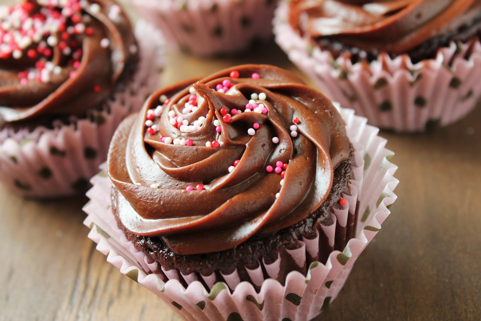 Delicious as it Looks: Gluten-Free Chocolate Cupcakes with Fudge ...