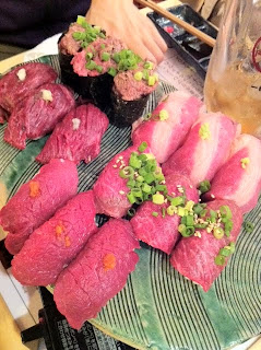 渋谷肉横丁の肉寿司で昔の同僚と飲む