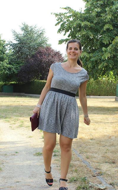 robe gris chiné Naf Naf, sandales Geox, tatouage éphémère jewlery tattoo lab