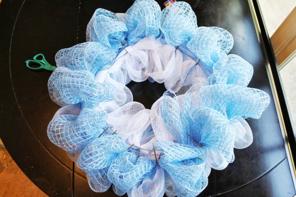 how to make a wire mesh wreath
