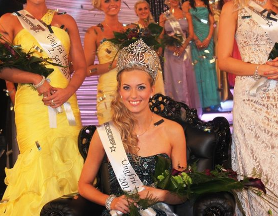 18-year-old Sigrún Eva Ármannsdóttir is the newly crowned Ungfrú Ísland 2011/Miss Iceland 2011 - More photos of the winner
