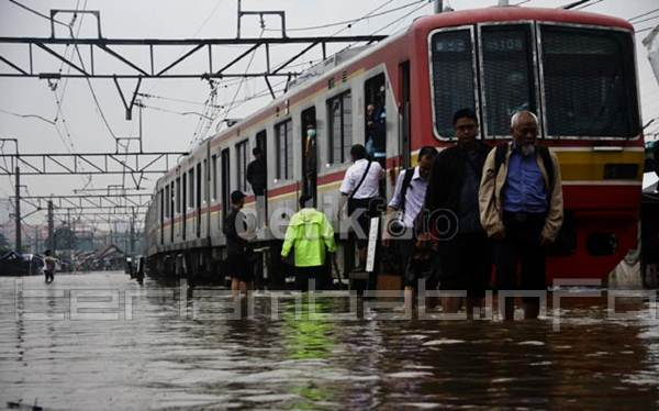 Stasiun Banjir Jakarta 2013