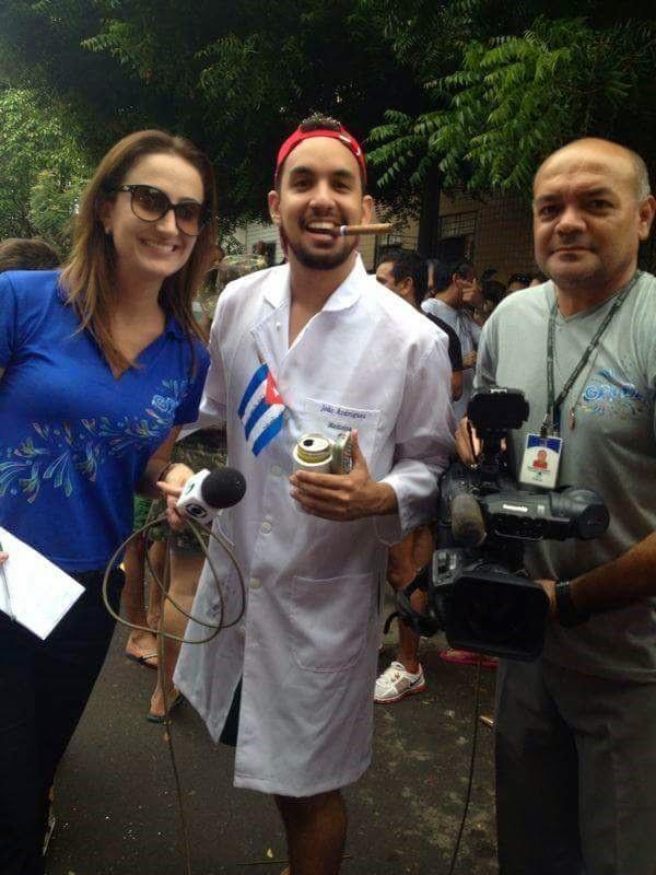 Tonny Ítalo homenageia Médicos Cubanos