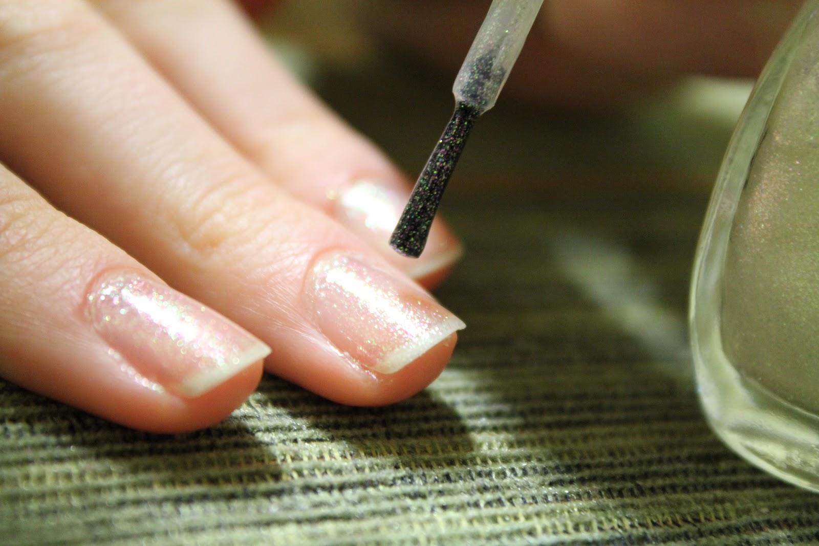 Ногти с блестками на кончиках градиент