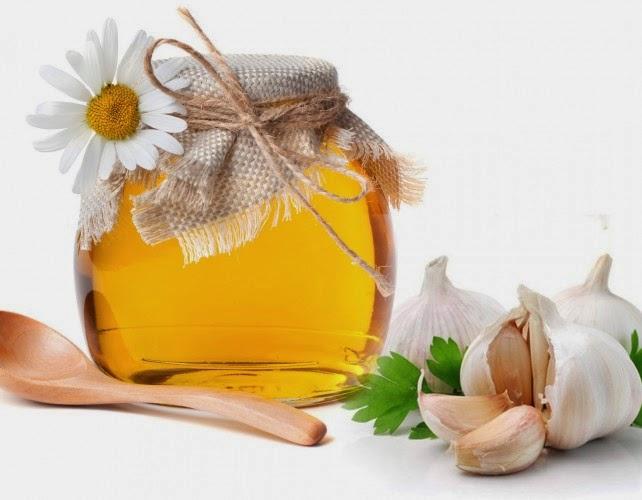 Cách trị mụn trứng cá từ thiên nhiên với mật ong và tỏi