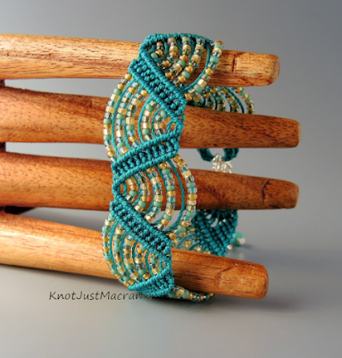 Micro macrame bracelet class at CraftArtEdu - Drunkard's Path by Sherri Stokey.