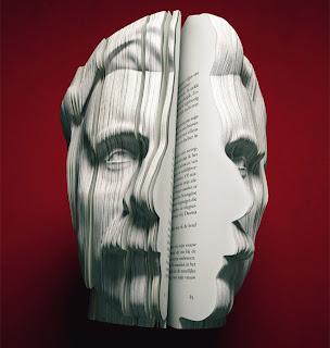 صورة لقادر عبدالله (كاتب) منحوتة على كتاب على شكل الوجه