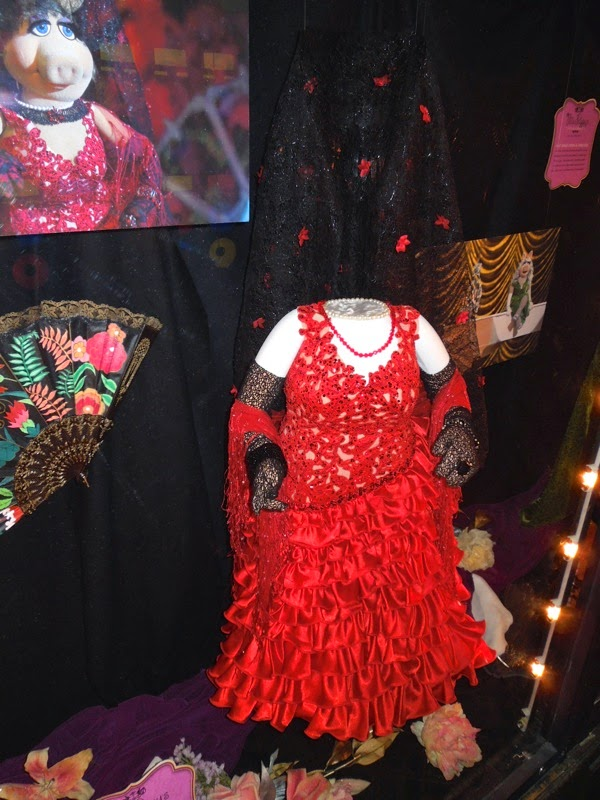 Miss Piggy Spanish Flamenco costume Muppets Most Wanted
